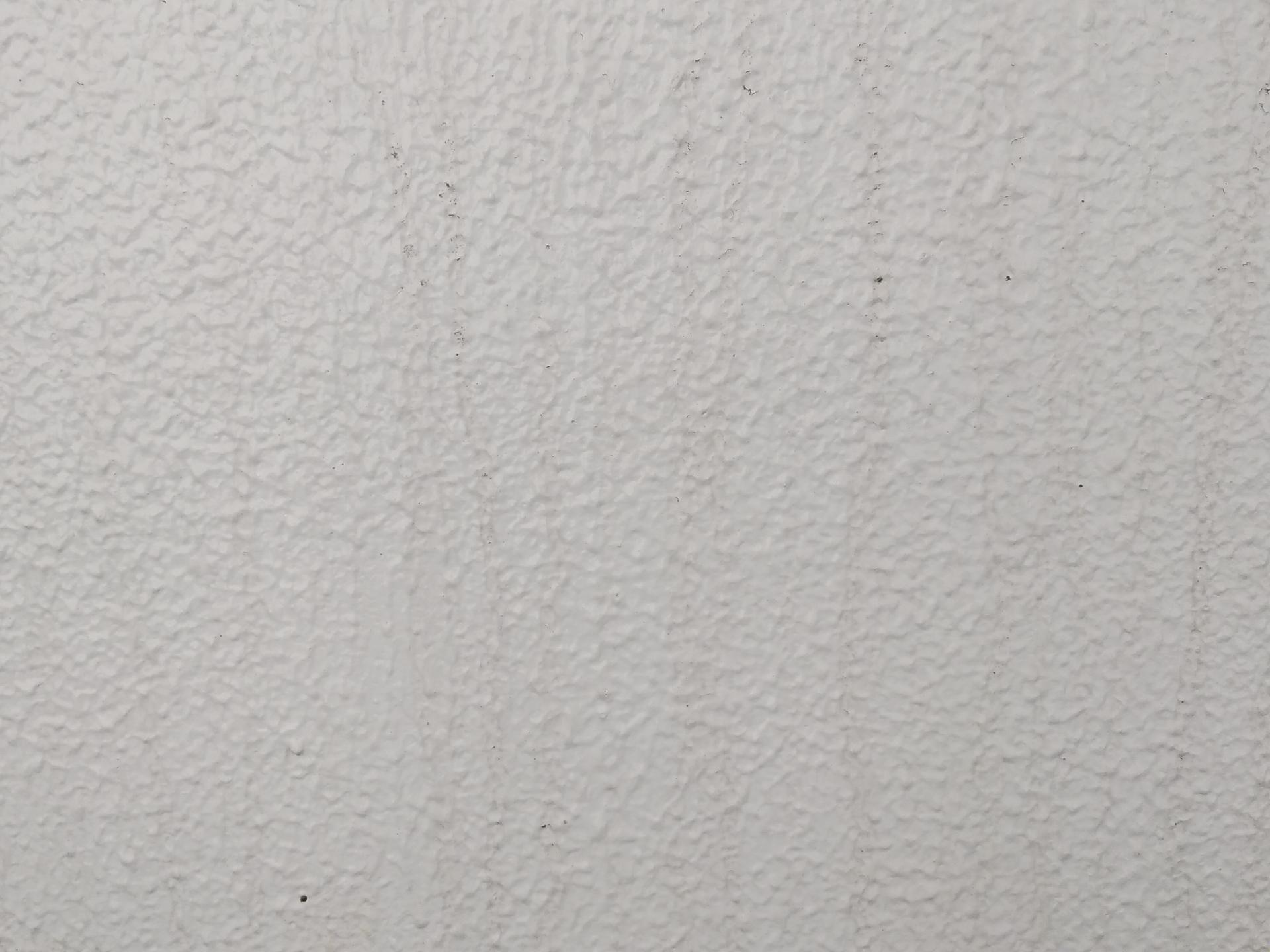 外壁の変色や色あせの原因と補修方法